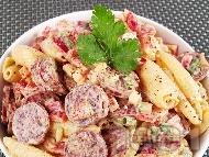 Рецепта Италианска салата с паста (макарони), майонеза, чушки и колбас (шунка, бекон)